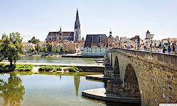 Regensburg Steinerne Brücke und Dom